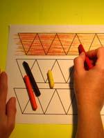 colorier à la craie grasse les piquants en superposant les couleurs