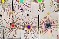 Faire rayonner des lignes autour d une gommettes